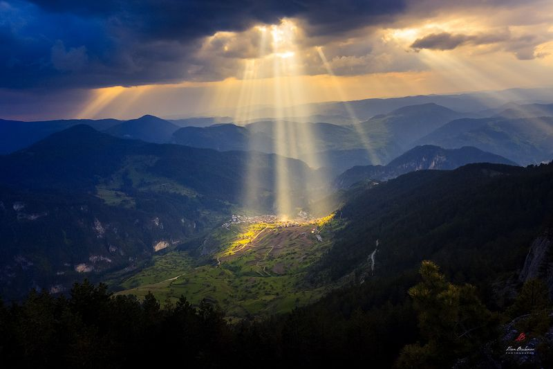 Divine raysphoto preview
