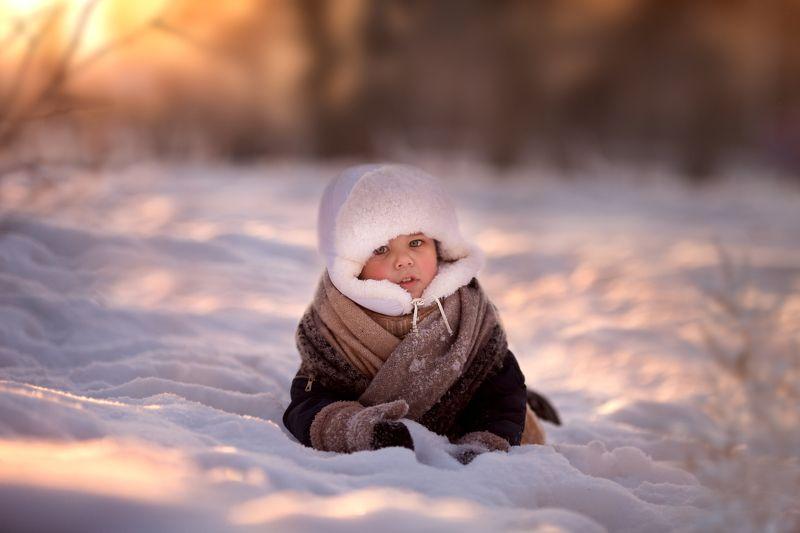 Зима закат ребёнок снег Тренировкаphoto preview