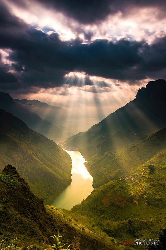 quanphoto, landscape, morning, sunrise, dawn, mountains, rays, valley, river, sunlight, long_exposure, vietnam Mountains Pass Sunrisephoto preview