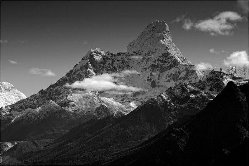 ама-даблам,непал,гималаи,горы,снег,чб про Ама-Дабламphoto preview