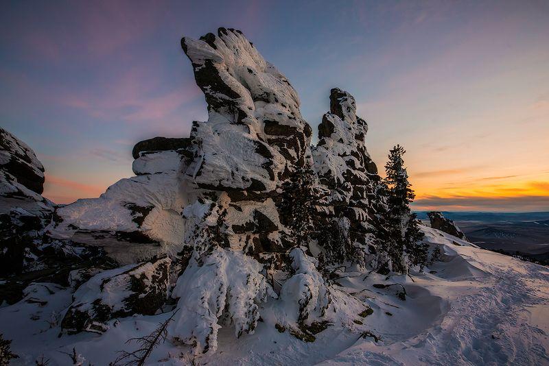 закат, скалы, снег, гора, зелёная, курган, шерегеш, горная шория, сибирь, зима, вечер Вечерний каледоскопphoto preview