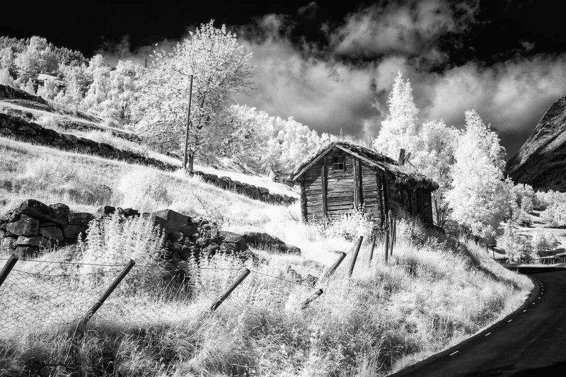 Инфракрасная фотография, Норвегия, черно-белое, дом, дорога, горы, ir Норвегияphoto preview