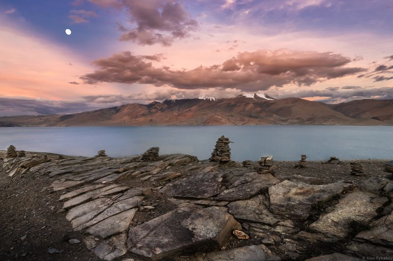 луна, озеро, тибет, горы Moon over Tso-Moriri Lakephoto preview