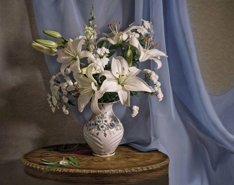 букет, ваза, цветы, лилии, флокс, жемчужница, стол. Белый букетphoto preview