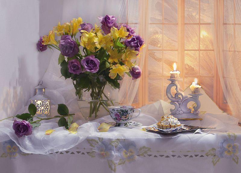 still life, натюрморт, цветы, фото натюрморт, февраль, фарфор, свечи, розы,  подсвечник, пирожное, зима, Грустить не стоит, право, в феврале…photo preview