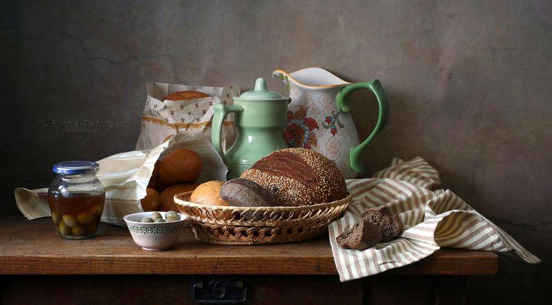 хлеб, кувшин, керамика, пакет, бумага, оливки, банка, корзинка, Свежий хлебphoto preview