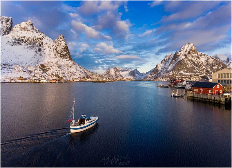 норвегия, рейне,  Вид на Рейне с лодкойphoto preview