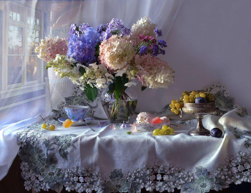 still life,натюрморт,  лето, август, фото натюрморт, цветы,гортензия, виноград, настроение, вечер, закат Вечер августа тихо склонился...photo preview