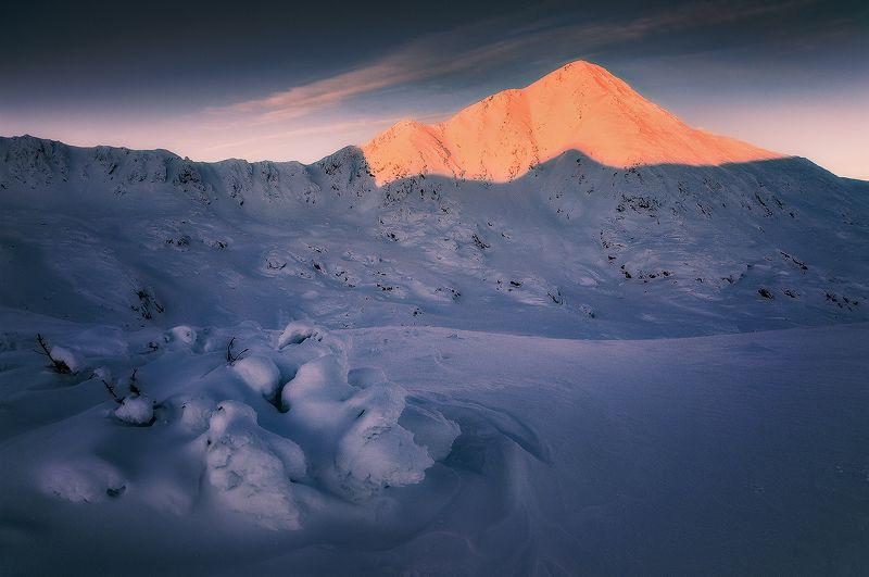 retezat, mountains, romania, landscape, frost, ice, snow, winter, peak, nikond90 Burning Brightphoto preview