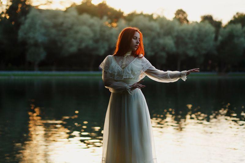 портрет девушка закат винтаж фото постановочная фотография рыжая вода Никаphoto preview