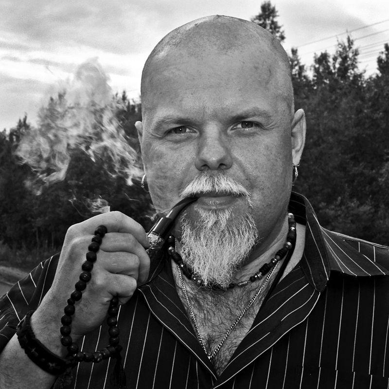 портрет, мужчина, борода, трубка, дым, глаза, взгляд,апатиты Портрет с трубкойphoto preview