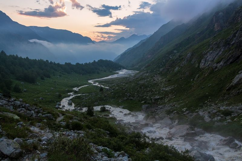 горы, закат, кавказ серебристой змейкой тянется река...photo preview