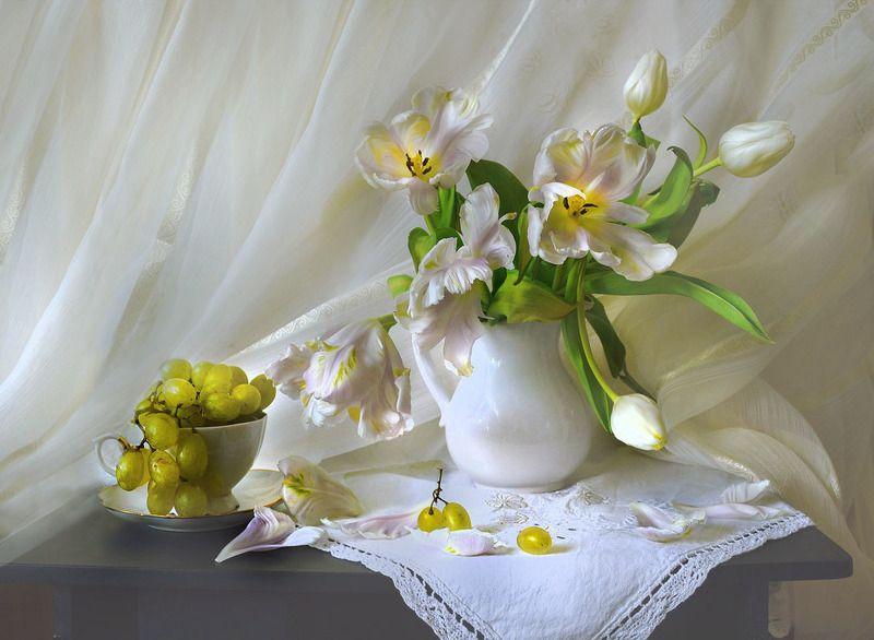still life, натюрморт, цветы, хрусталь, фарфор, тюльпаны, стихи, натюрморт с тюльпанами, Унесло туманы и печаль...photo preview
