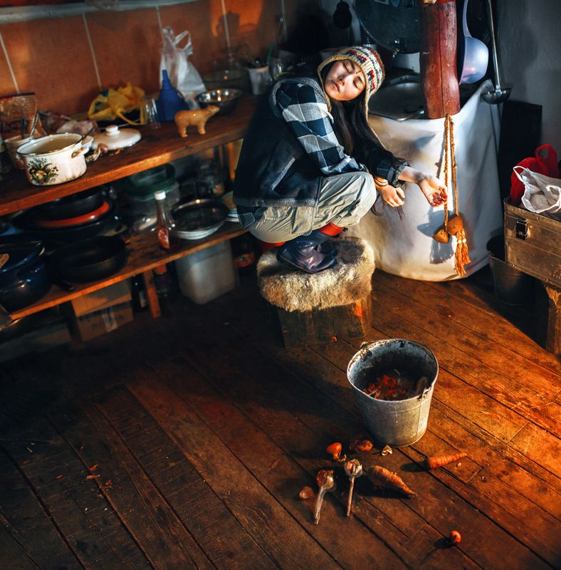 Утро в Петропавловке. Ира готовит суровый завтрак скитальца из гречки и чего-завалялось.photo preview
