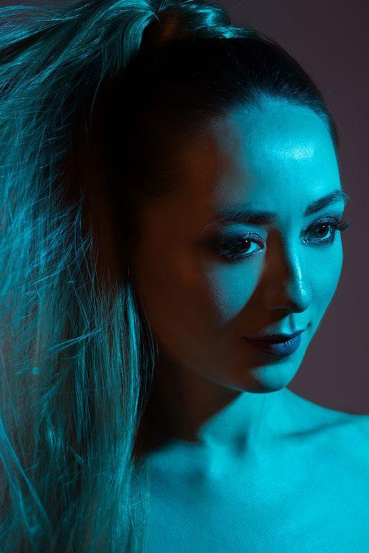 девушка, портрет, цветной фильтр, цвет, глаза, хвост, голубой, розовый Цветной портретphoto preview