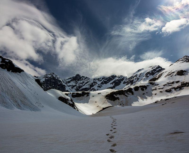 горы, облака, кавказ одинокий след...photo preview