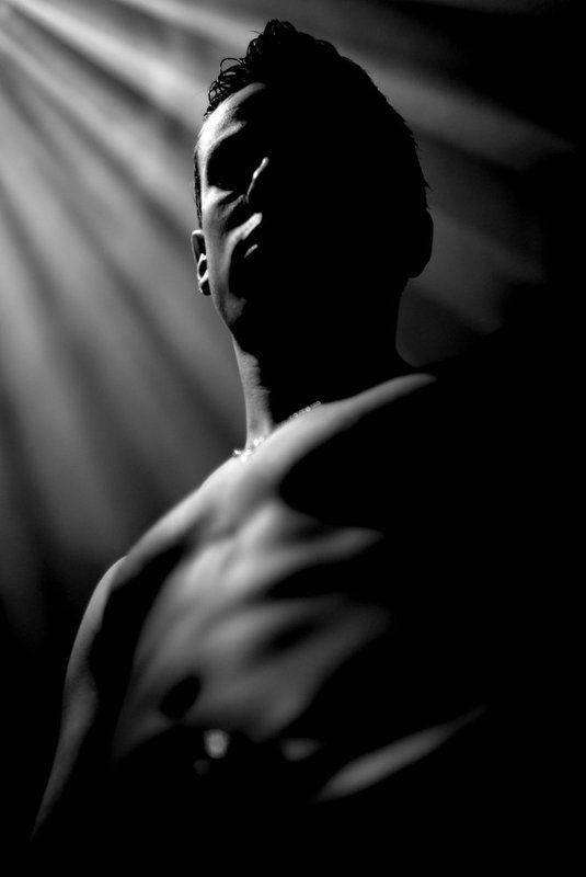 черный, монумент, ришенталь, парень, мальчик, лучи, свет, портрет photo preview