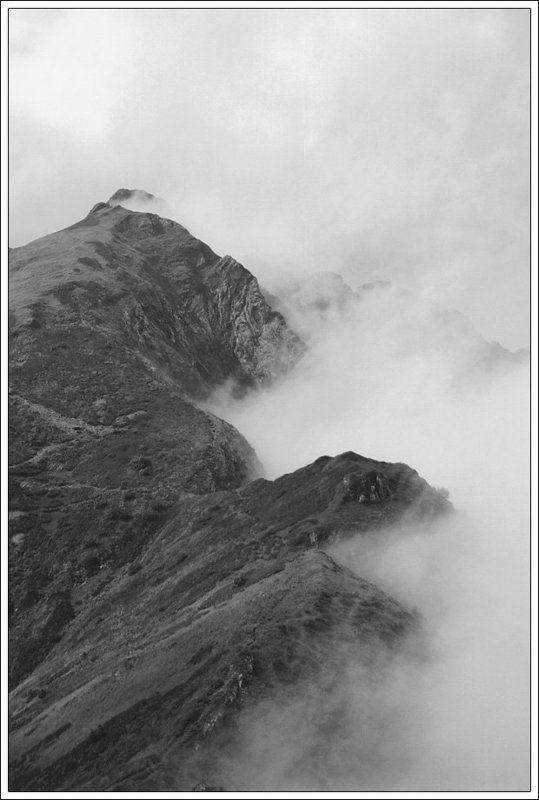 горы, облака Перевалphoto preview
