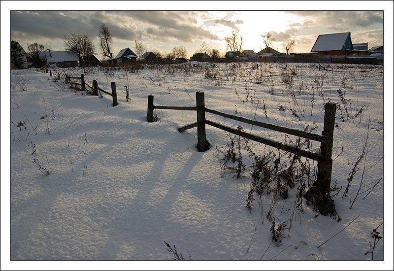 закат,деревня,забор,солнце,снег,зима,плетень Деревенская закатнаяphoto preview