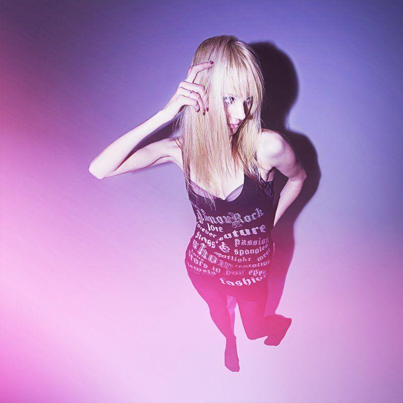 девочка, цветная, фотография, цифровая, яркая, яркость, розовый, фиолетовый, неформал, фрик, рок ILANA 01photo preview