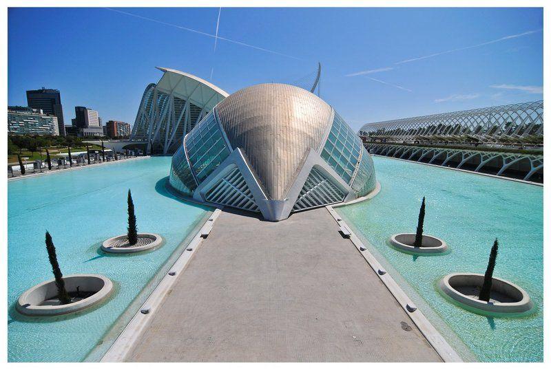 валенсия, испания, город науки и исскуств Полусфера в городе науки и исскуств. Валенсия, Испания.photo preview