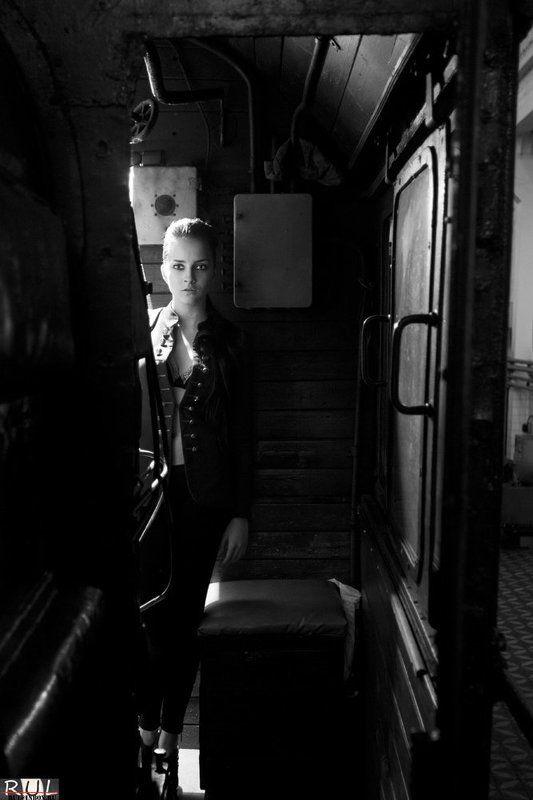 портрет, жанр, девушка, модель, в, паровозе, катя в паровозphoto preview