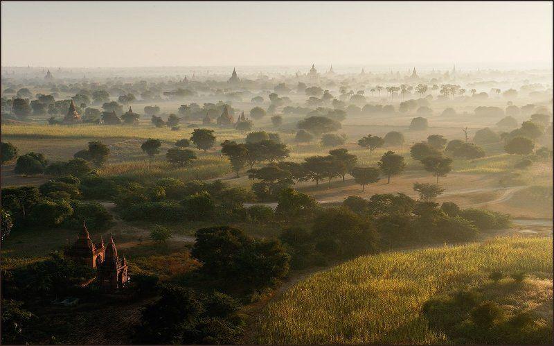 бирма Оплот буддизма в Бирме - старый Баган.photo preview