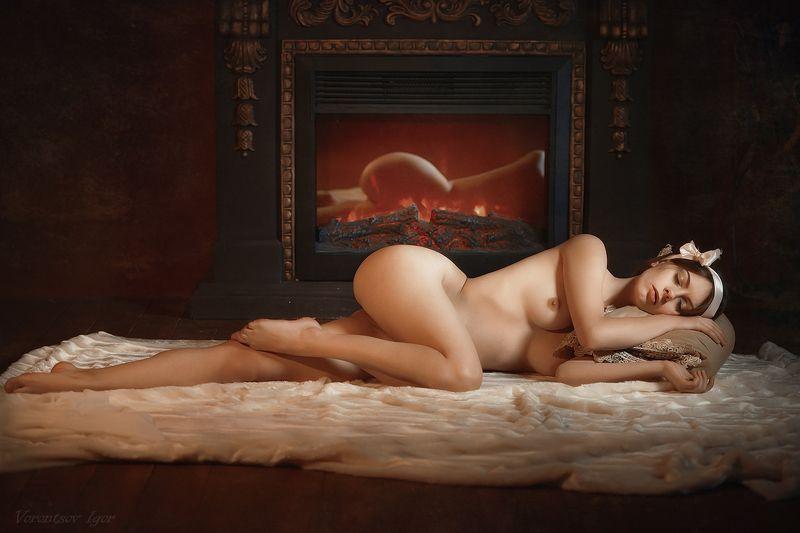 ню, девушка, грудь, обнажённая,камин photo preview