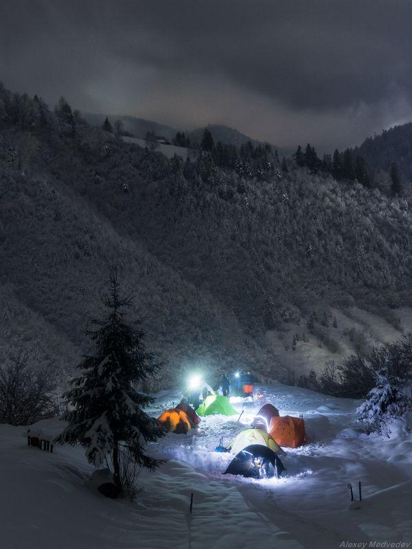 гори, Закарпаття, зима, Карпати, ніч, Свидовець, табір, лопухів, лагерь, Карпаты, лопухов, закарпатье, свидовец Лагерь над Лопуховомphoto preview