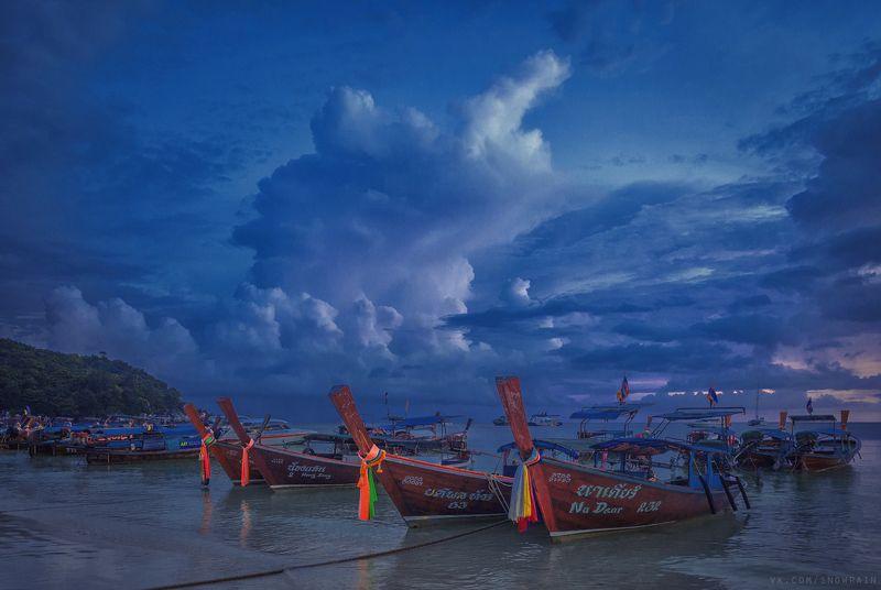 пейзаж, природа, облака, путешествия, travel, wildlife, nature, sky, clouds, landscape, море, океан, sea, ocean, thai, таиланд Поздний закат. Причалили лодкиphoto preview