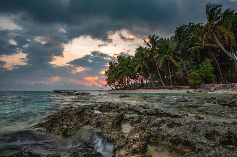 море,рассвет,мальдивы на дальних берегахphoto preview