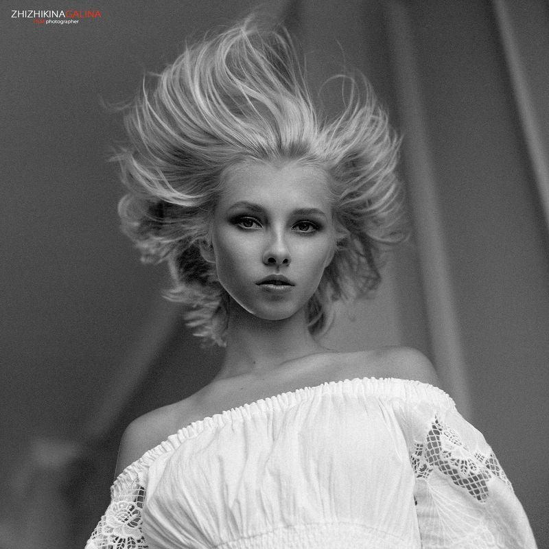 film, portrait, girl, face, b&w, black, white, 6x6, портрет, лицо, девушка, волосы, взгляд, чб, пленка, фотограф, москва, фотосессия Внутренняя энергия фото превью