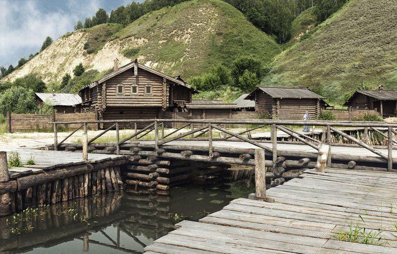 пейзаж, деревня, старина, дом,изба, река, мост, холмы Северная деревняphoto preview