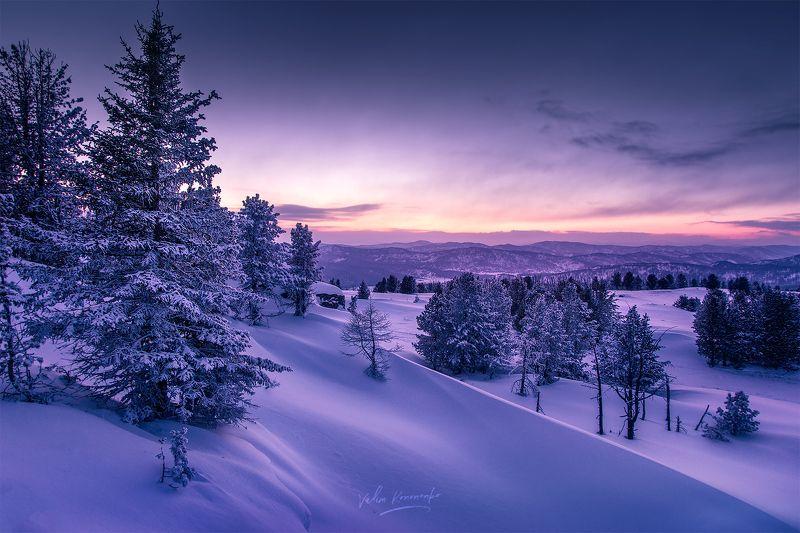 Когда солнце садится за горизонт Алтайских горphoto preview