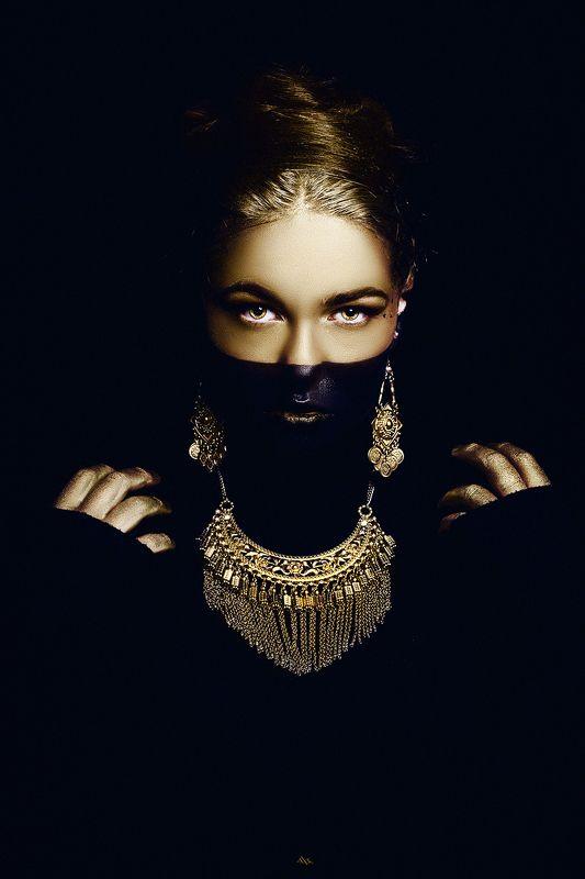 woman, beauty, fashion, art, studio, light, conceptual Coyolxauhquiphoto preview