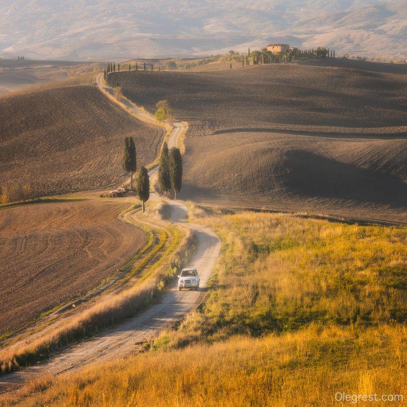 тоскана италия авто машина вилла По проселочной дорогеphoto preview