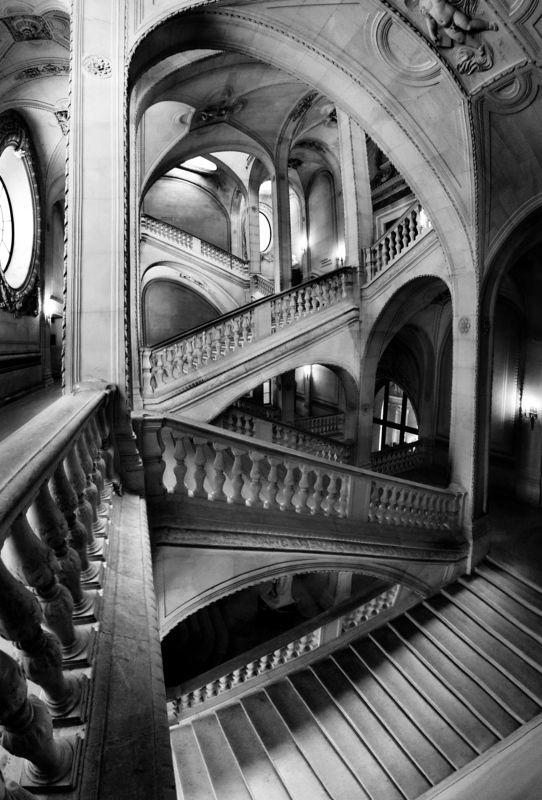 staircase, louvre, paris, monochrome, light, shadow, columns, arcades, Эшерескаphoto preview