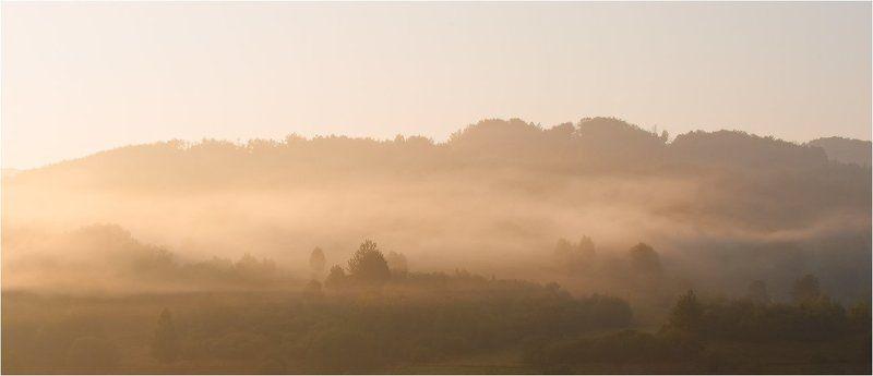 с высоких гор спускается туман...photo preview