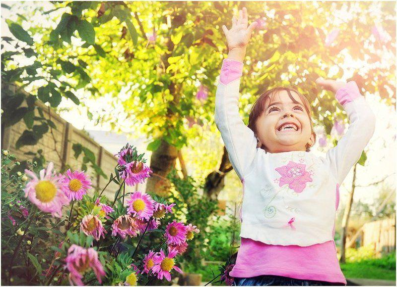 девочка, цветы Воспоминания о летеphoto preview