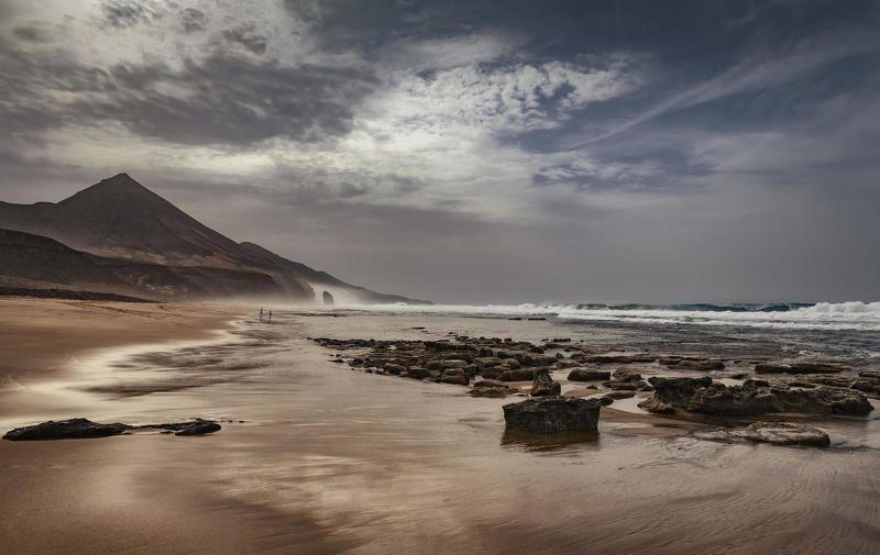 океан, пляж, горы играphoto preview