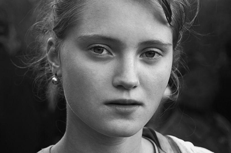 портрет, девушка, глаза, взгляд, волосы, чб, апатиты Глубокий взглядphoto preview