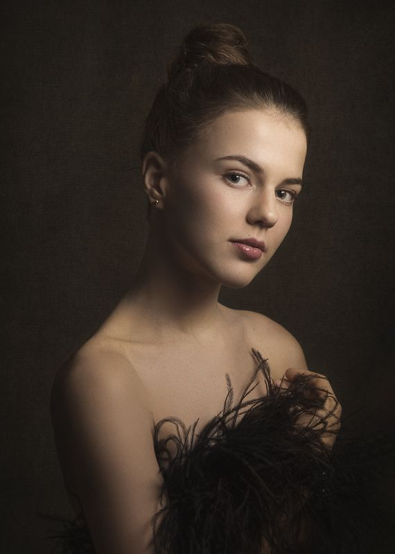 портрет , взгляд ,красивая девушка , цвет ,волосы , красивые губы ,нежность , таинственность photo preview