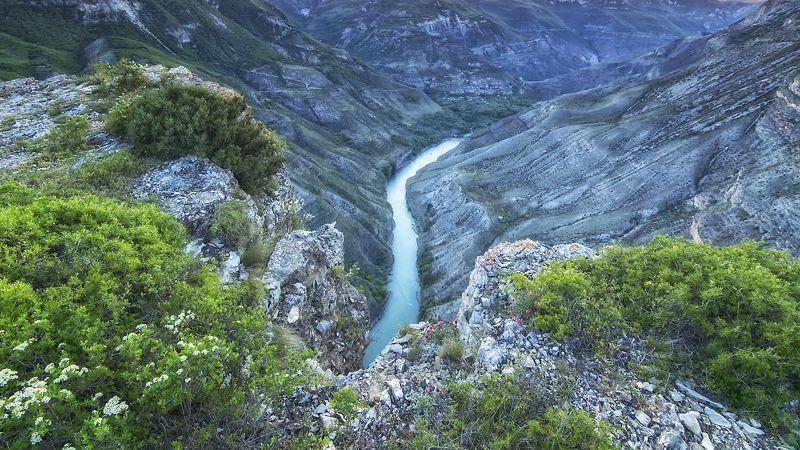 горный дагестан, каньон,дух захватывает. Постоять на краю и получить дозу адреналина....photo preview