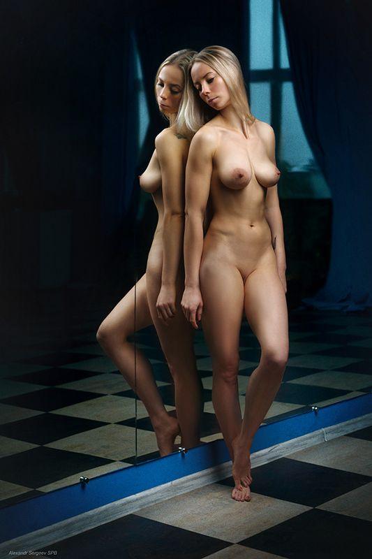 девушка,обнажённая,красота,нежность,гармония,настроение,отражение,студия Отражениеphoto preview