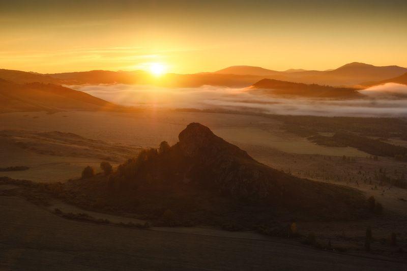 россия, алтай, алтайский край, тигирек, сибирь, осень, природа, пейзаж, горы, хребет, лесостепь, рассвет, утро, туман, заповедник Тигирекphoto preview