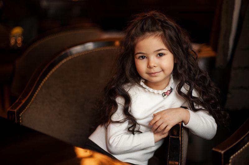 девочка, фотография, кафе, шоколад Девочка в кафе.photo preview