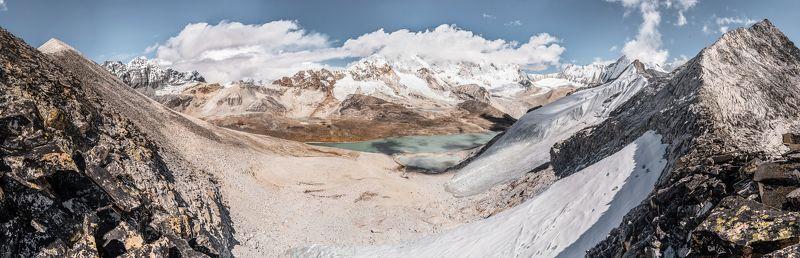 Непал, Гималаи, перевал Неплатильщиков, горы На седловинеphoto preview