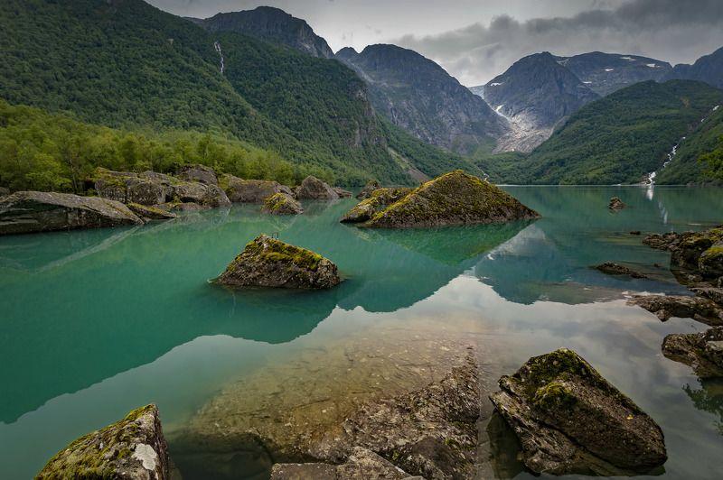 норвегия, озеро, камни треуголкиphoto preview