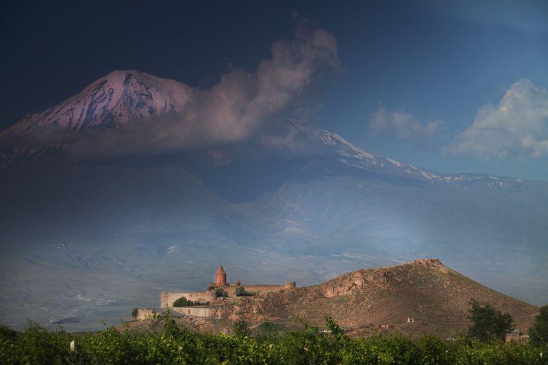 Монастырь Хор Вирап на фоне Большого Араратаphoto preview