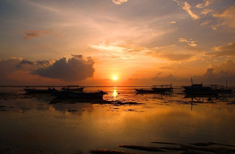 morning, shore, dawn, sky, sunrise, horizon, boat, ocean, light, утро, берег, рассвет, небо, восход, горизонт, лодка, океан, свет Calm morning...photo preview